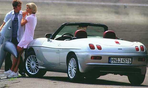 Fiat Barchetta kvalar in då namnet betyder liten båt. Dessutom är detta en Barchetta Riviera.