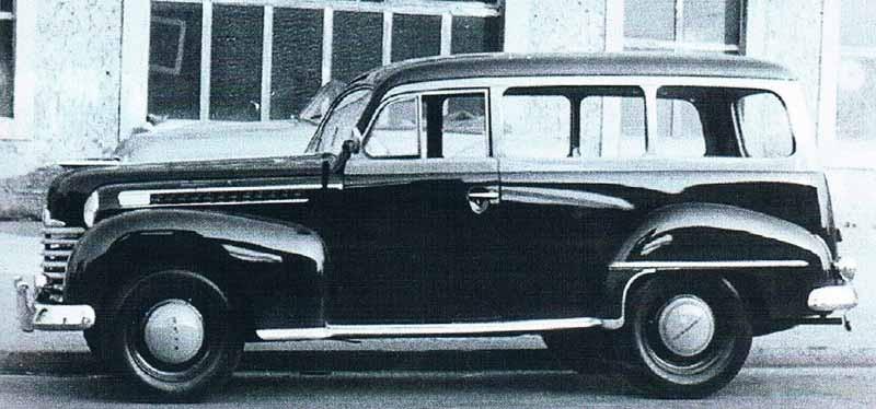 Opel Olympia  av generationen  från 1937-49 fanns inte som kombi men som skåpbil. Detta är en sådan som försetts med rutor och baksäte och ser ut som en riktig familjebil istället. Jobbet är gjort av Rometsch, som är mer kända sportiga karosser till Folkvagnar.