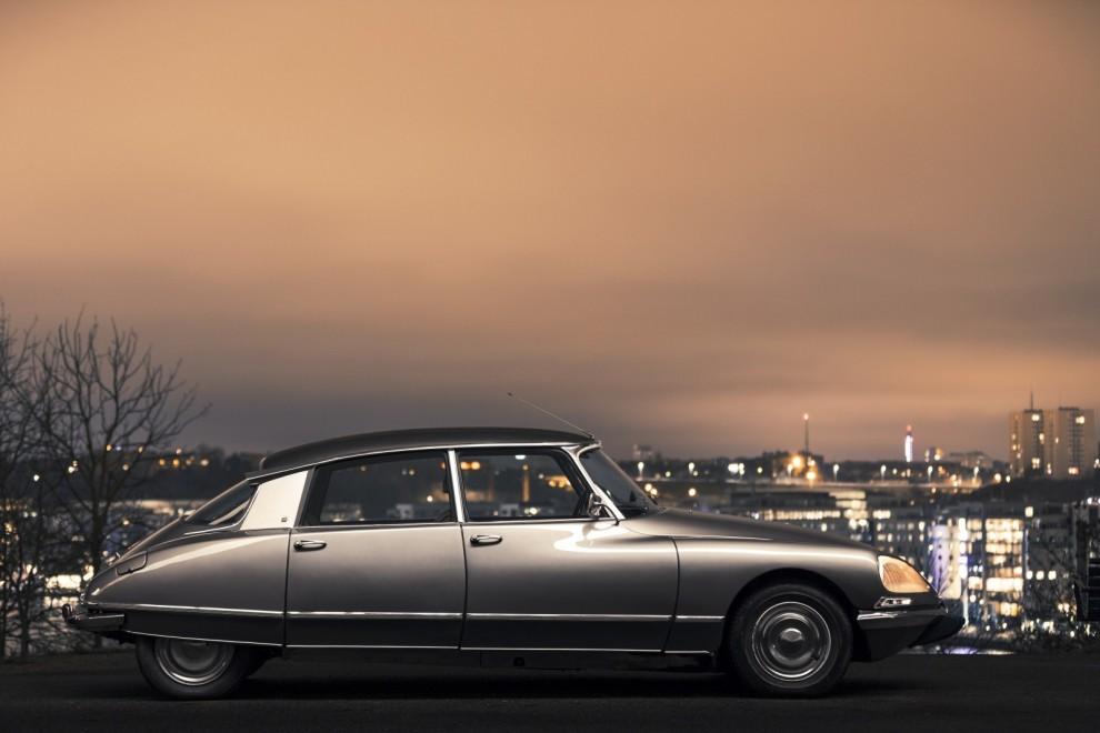 Njut av Jon Remmers text om 60-åringen Citroën DS och Simon Hamelius magiska bilder!
