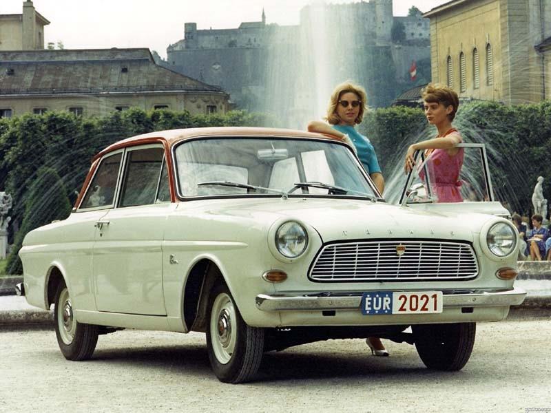 Två damer på resa 1963 med 12M