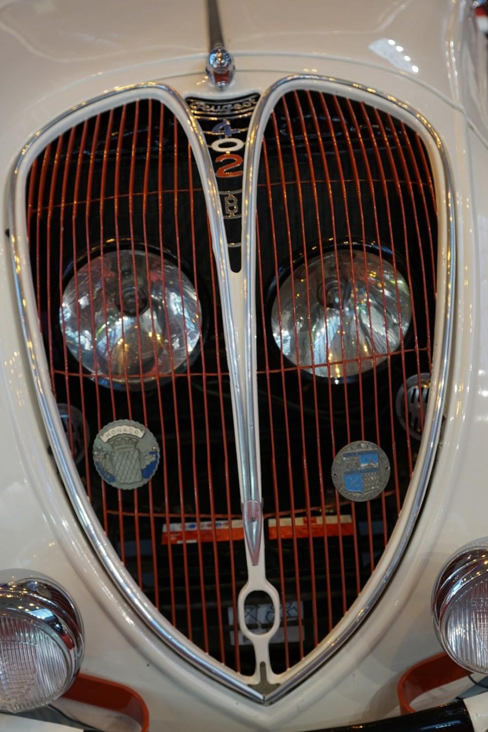 Som 1939 års modell kom en uppdaterad modell kallad 402 B med omarbetad grill och större motor.