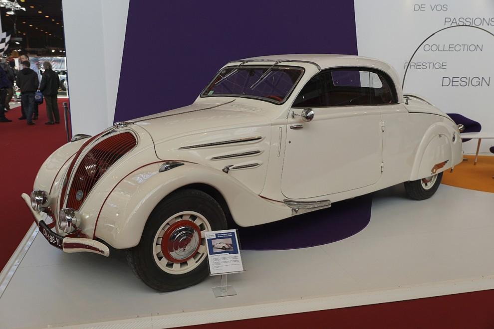 Liksom samtida Citroën rullade Peugeot på Michelins plåtekerfälgar kallade Pilote.