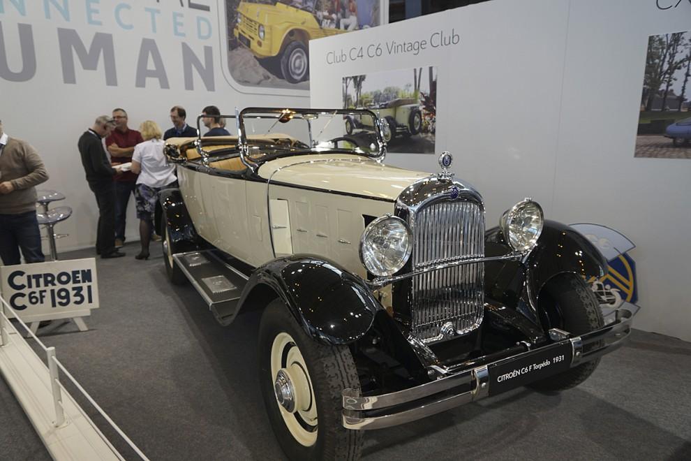 En liten men hängiven krets vårdar minnet av de stora Citroënmodellerna C4 och C6 från åren 1928-1931. Denna stora öppna resevagn stod i klubbmontern.