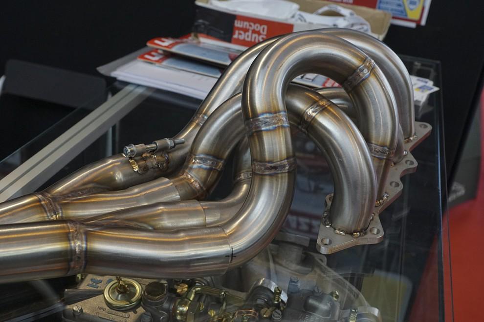 Det avstämda avgasgrenröret är ett konstverk i sig som dessutom medför stor effektökning.