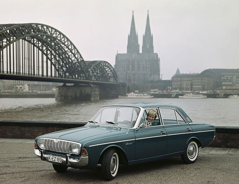 Taunus 17M en glåmig dag i Köln 1964