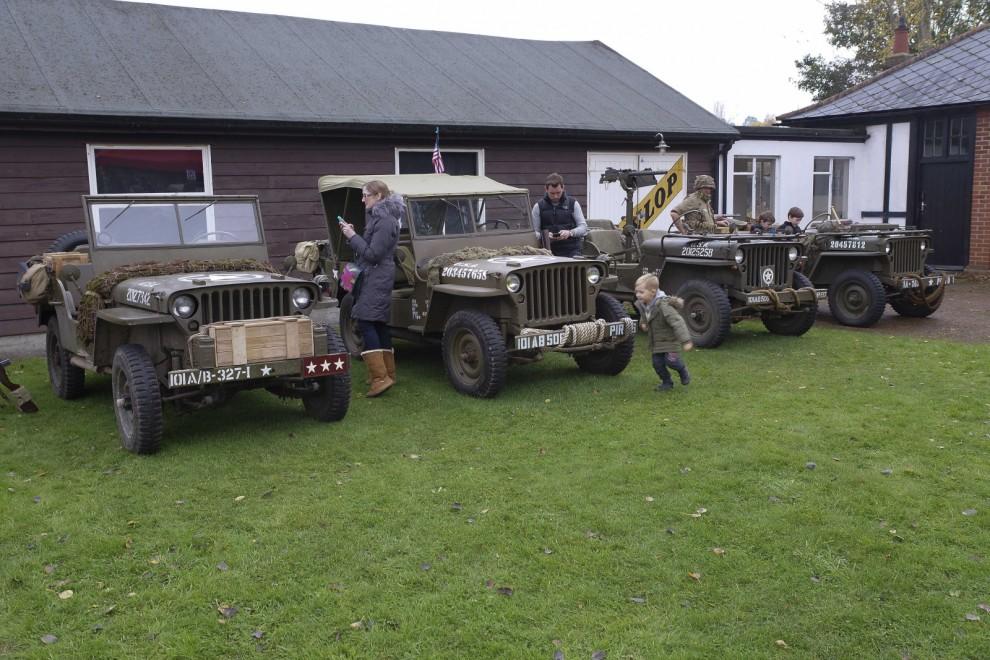 Mest frekventa fordon på träffen var Jeep. Som oftast på engelska bilträffar deltar hela familjen.
