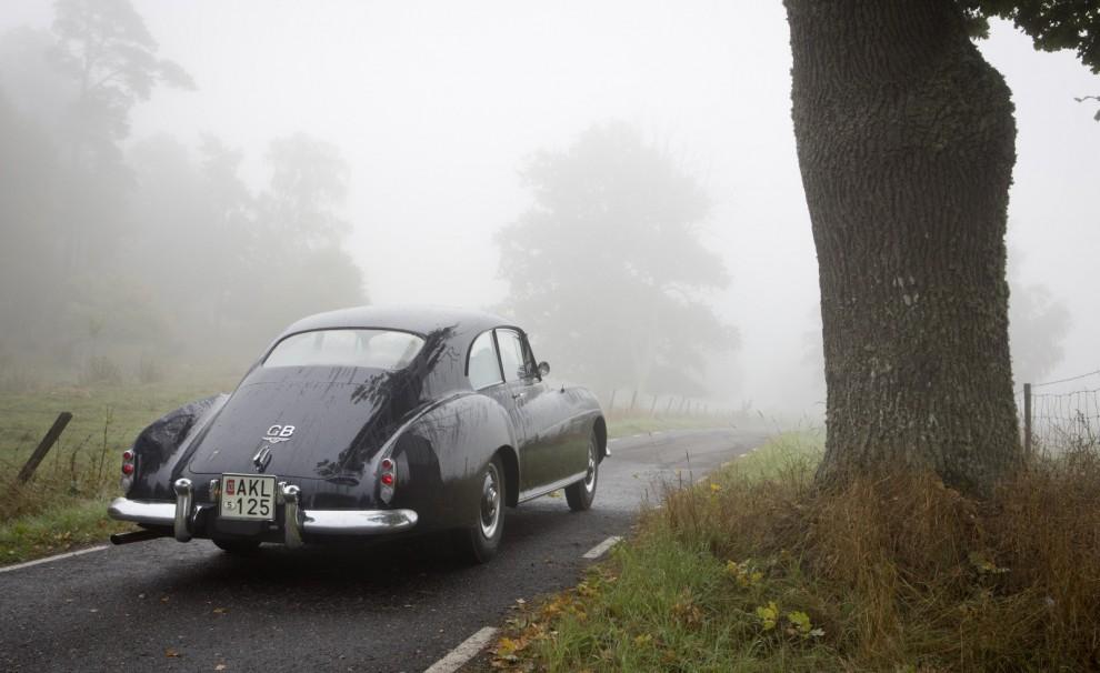 – Vi börjar bakifrån med den sagolika Bentley R Continental.