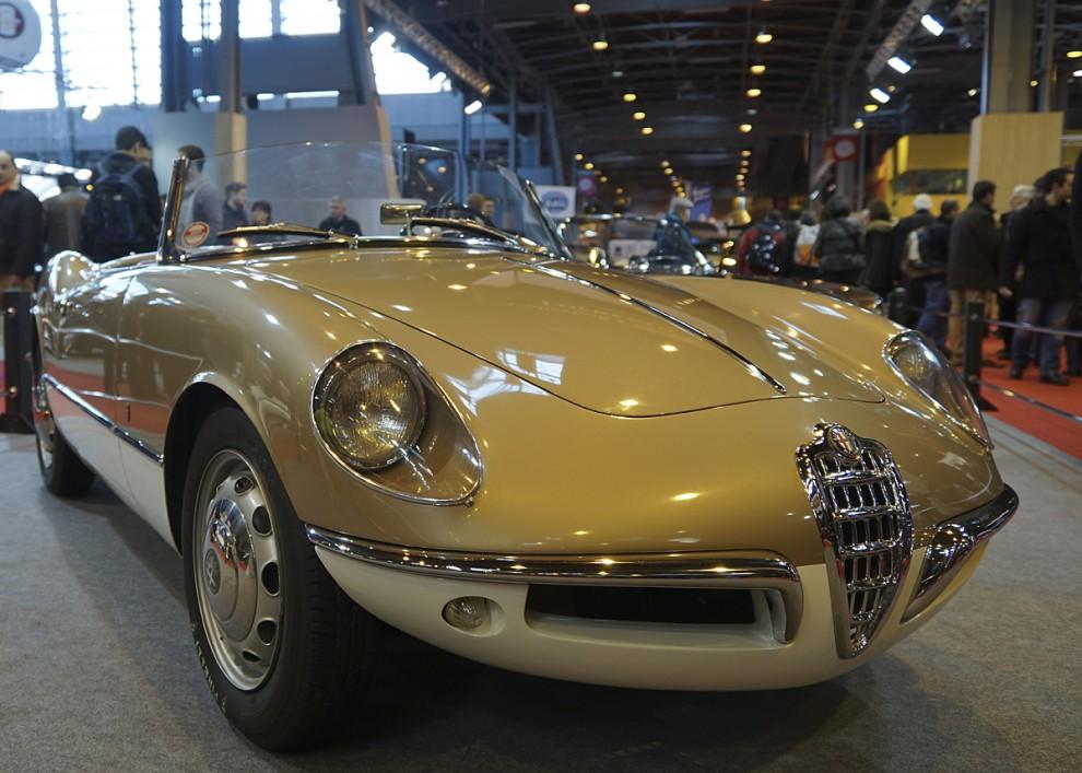 Franco Scaglione ritade 1955 denna kaross som Bertones förslag till Giulietta Spider. Den skulle bli mycket dyr att tillverka så Alfa-Romeo valde istället designen från PininFarina.