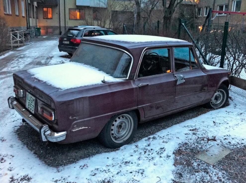 Andreas Uhlin hittade sin Alfa Romeo Giulia Super på en bakgård i Stockholm, mossig och möglig.