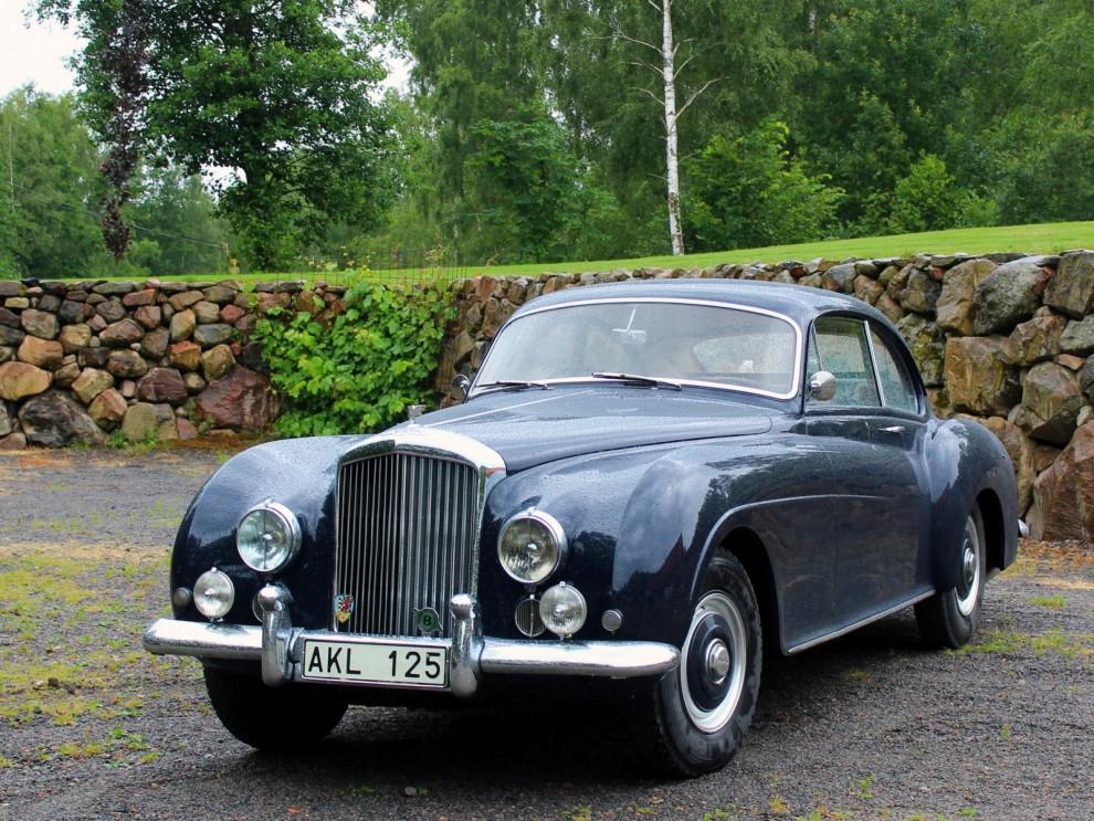 Helen Elmgren kom från Stockholm med sin underbara Bentley R-type Continental