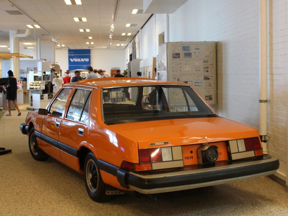 Och inne på museet står alla orangea Volvobilars urmoder, VESC.
