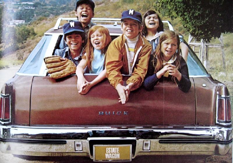 I Buick Estate wagon 1972 kan man nog få plats med en liten  hejarklack och bortalaget med.