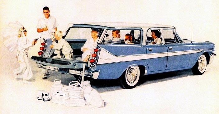 Amerikanska herrgårdsvagnar var rejält tilltagna och hade ofta extrasäte i bagaget, De Soto Fireflite som 9-passenger Explorer wagon var en exklusiv vagn som bara byggdes i 609 exemplar.