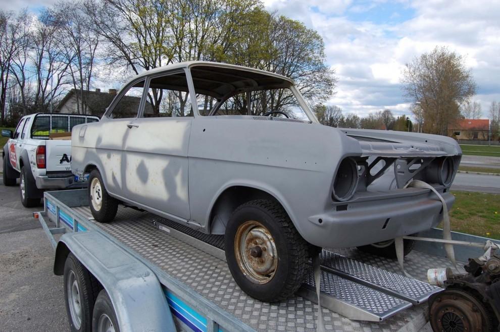 En Opel Kadett A Coupé köps för några tusen på Blocket...