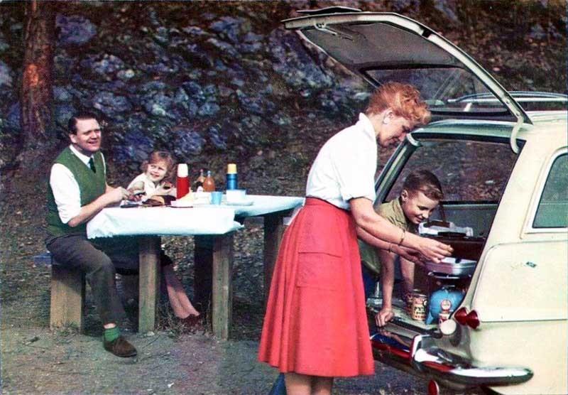 En picnic med Opel Rekord caravan och gasolkök