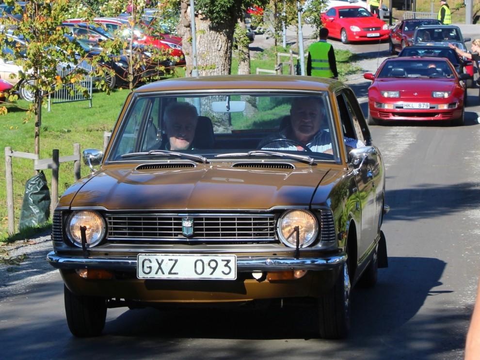 I sjuttiotalsbrunt, Toyota Corolla från 1974, en överlevare med låga mil.
