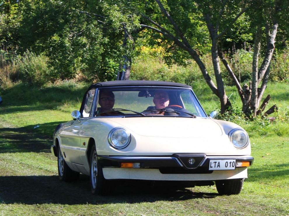 Alfa Romeo Spider rullar in