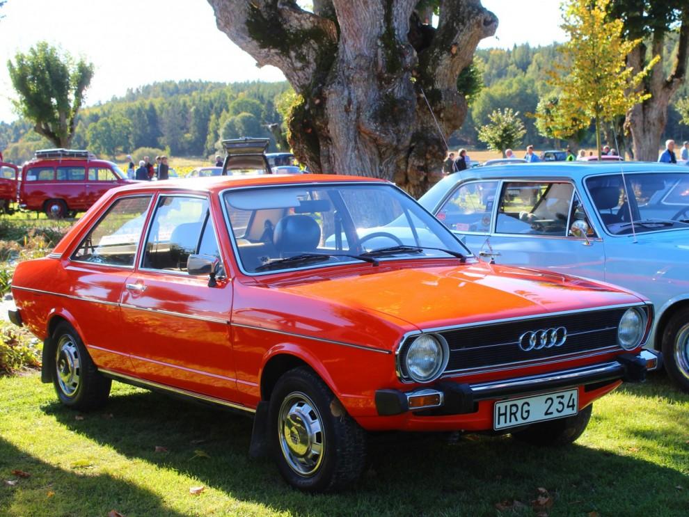 Uppseendeväckade orange Audi 80 från 1975 i bländande skick