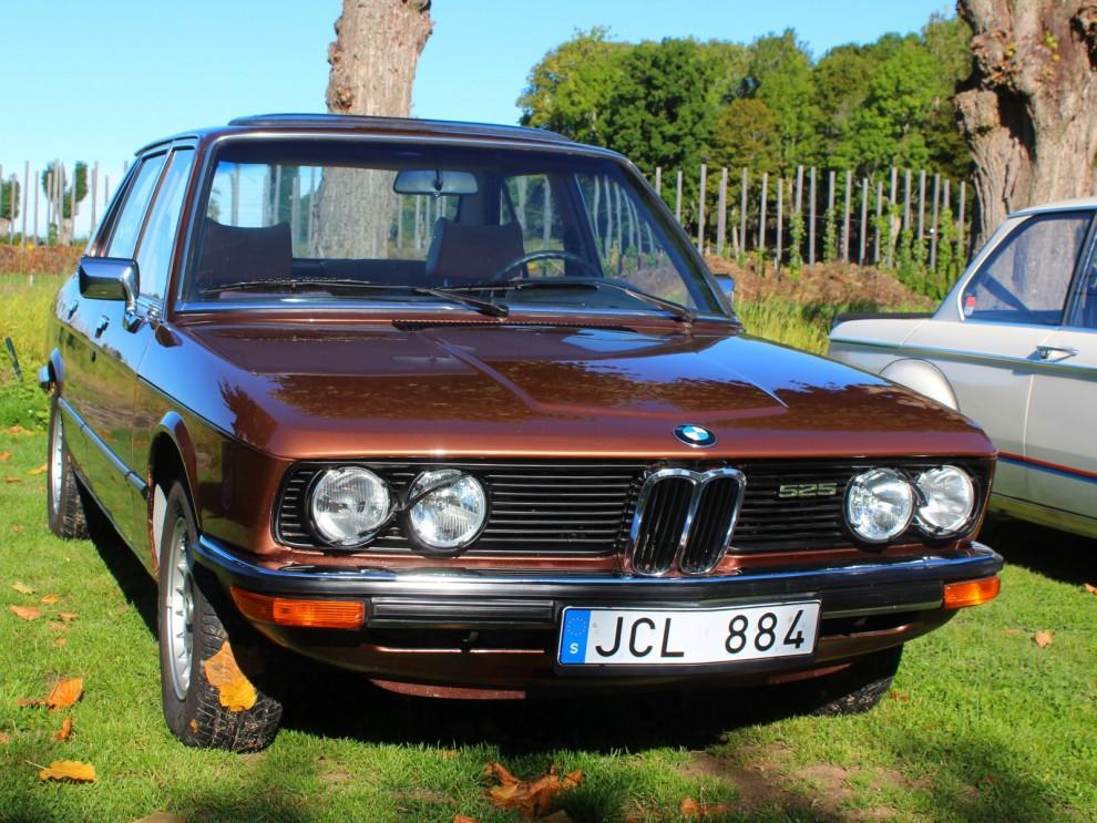 BMW 525 från 1977, också en modell värd att ta vara på.