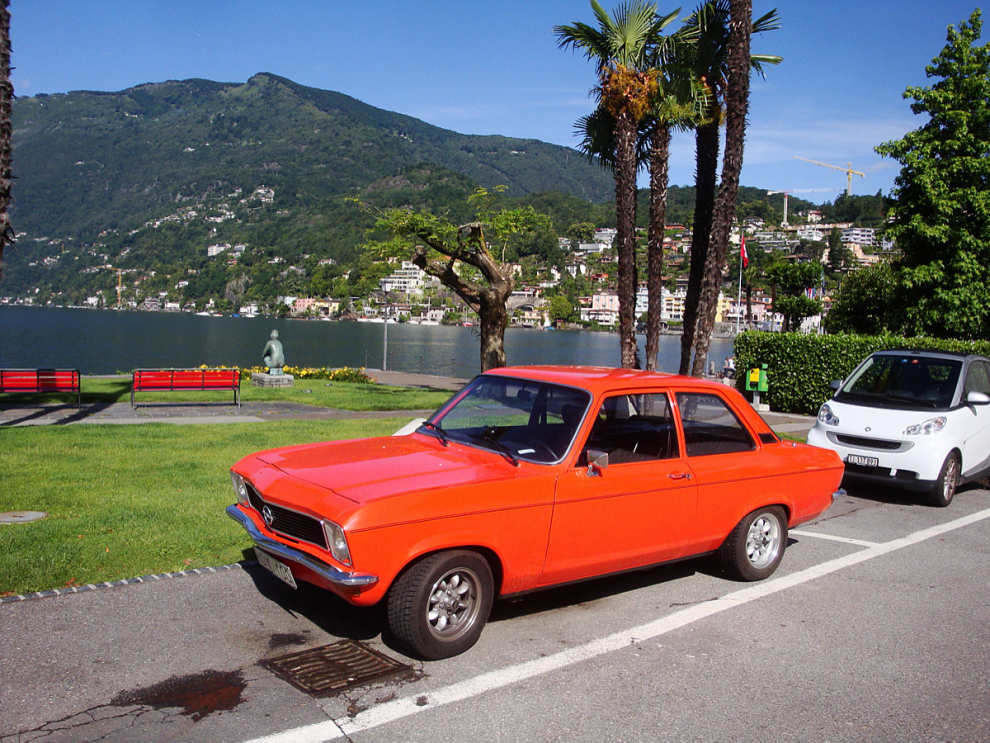Parkeringen vid stranden i Ascona