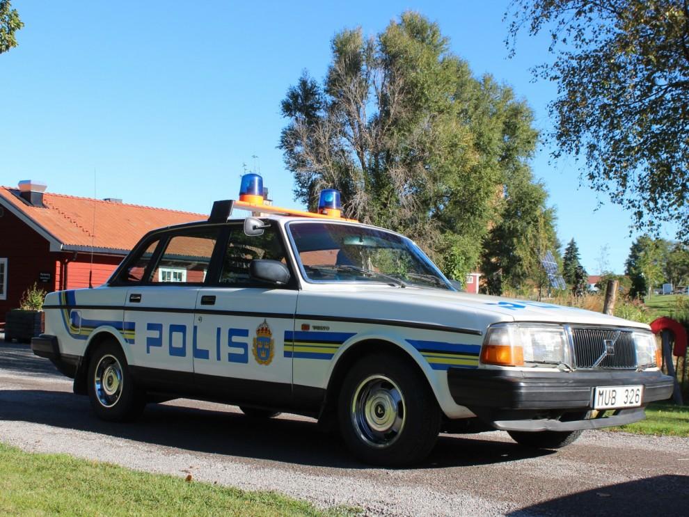 Polisens åttiotalsptrull anländer