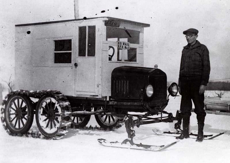 Som en liten stuga på hjul, dubbla axlar med band såg till att posten kom fram.