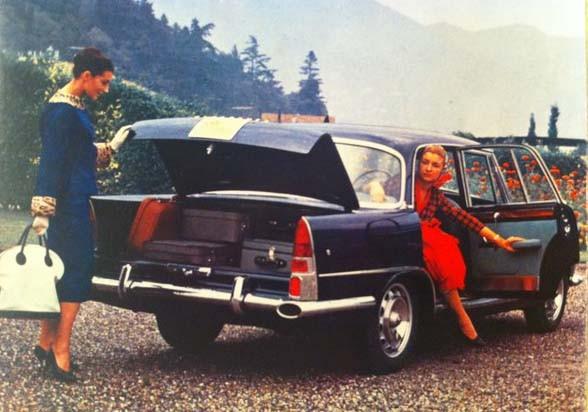 Två damer på utflykt med en ovanlig bil. Det är en prototyp för Alfa Romeo 2000 dom har lagt beslag på.