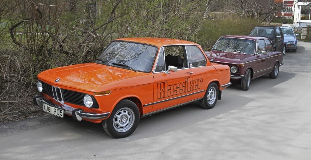 Klassiekrs BMW träffar en kompis.