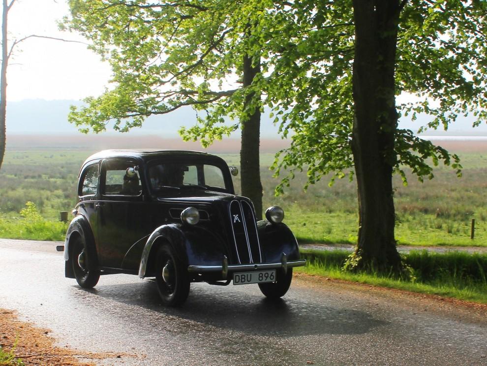 Ford Anglia 1951 i morgondiset.