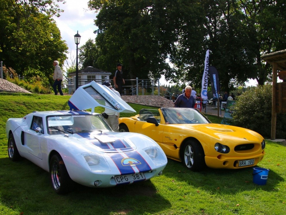 Två svenska sportvagnar som byggdes i ganska få exemplar, men är ändi vida kända. RPB Piraya och JC Indigo.