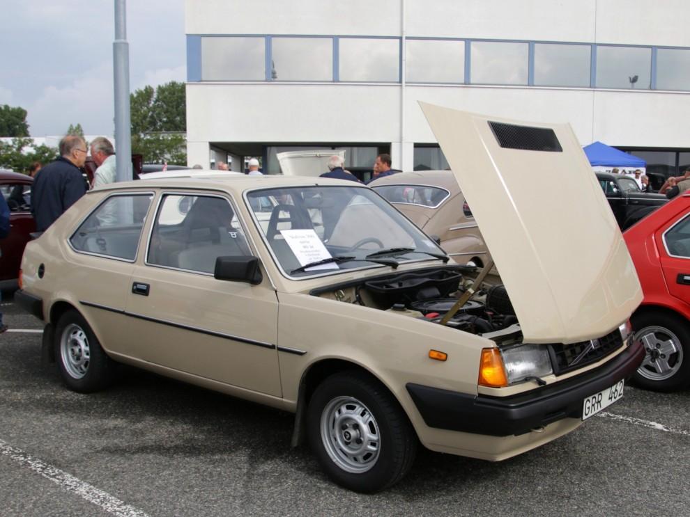 Nästa nya Volvomodell kom inte från Sverige, utan från Nederländerna. 343 presenterades 1976 och idag finns det inte många kvar för fyrtioårsfirandet. En beige lågmilare drog blickarna till sig.