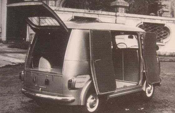 Multiplan byggdes tidigt om till praktiska små skåpbilar som fördaterade 600T. Här från Mantelli 1956