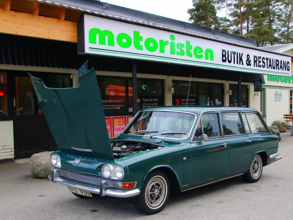 Stopp, öppna huven och klia i huvudet vid Motoristen strax efter Vårgårda