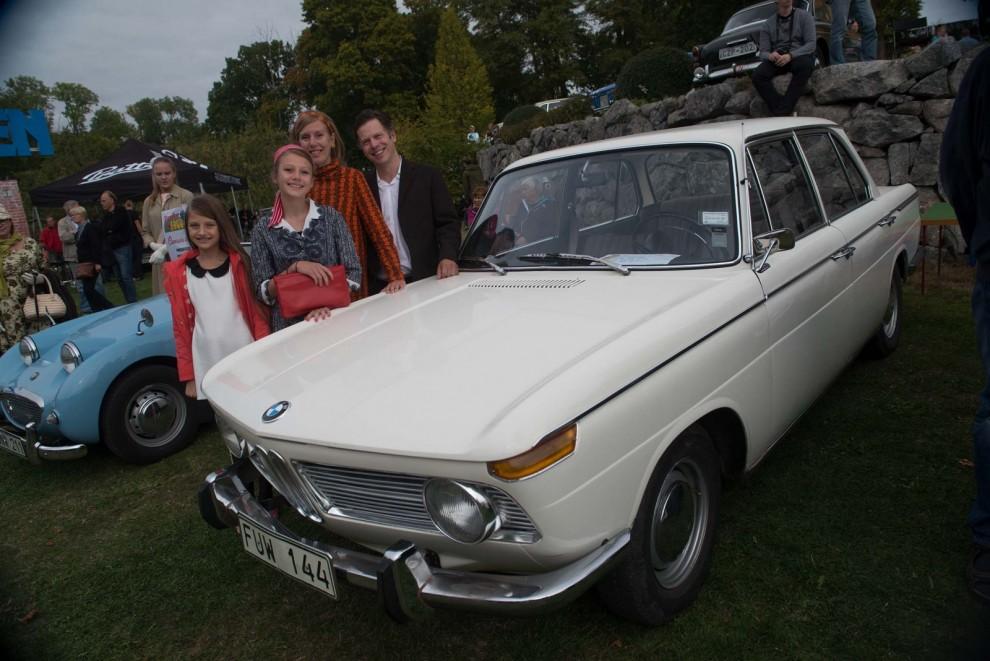 Familjen Hedelin tog hem förstaplatsen i Concours de Charme då de på ett exemplariskt sätt matchade sin BMW 1800 och tog oss med på en visuell tidsresa till 1965.