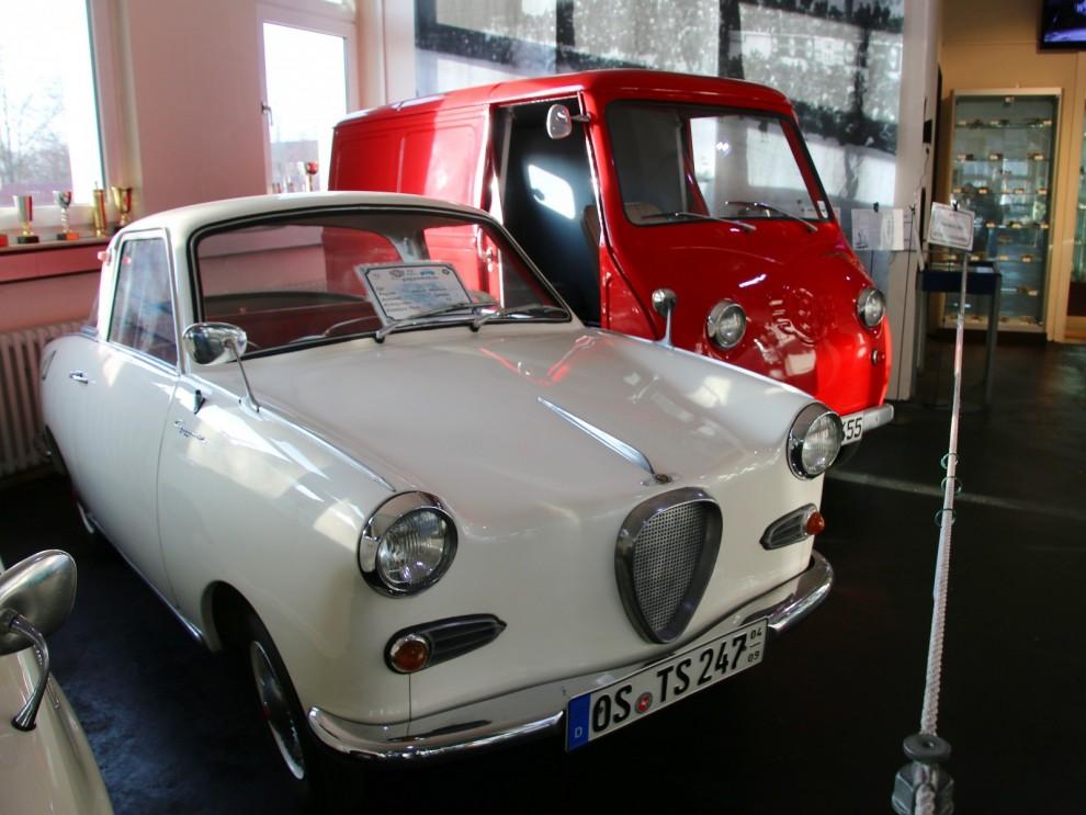 Goggomobil var Glas framgångsrika minibil, desa gjordes från 1955 ända fram till 1969. Bredvis står en Goggomobil TL Transporter