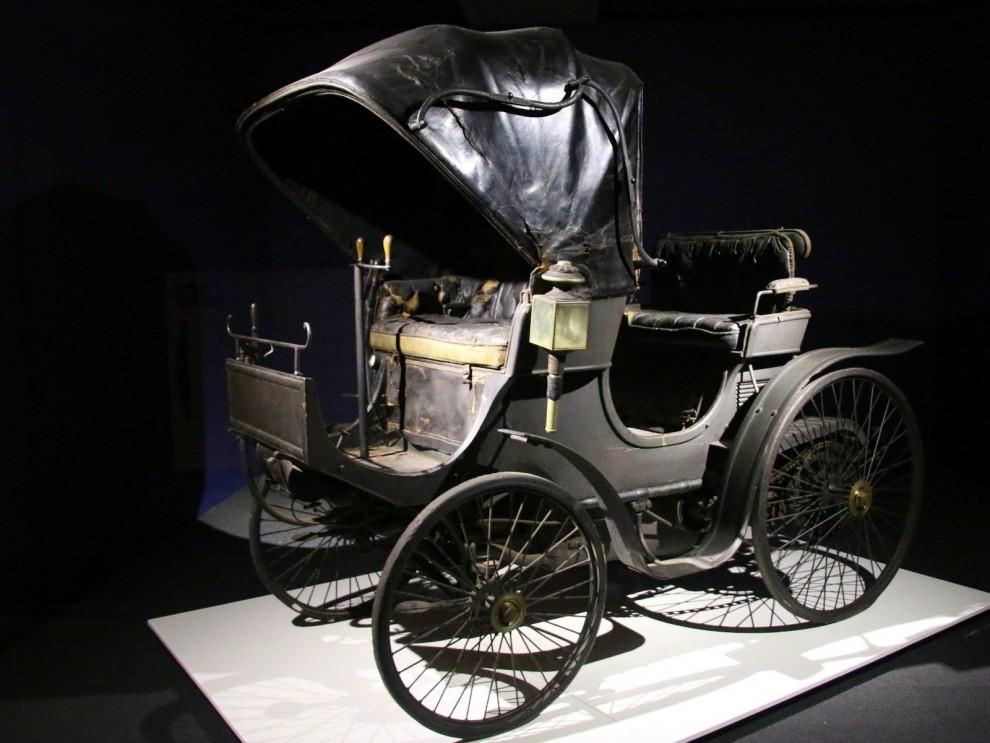 Peugeot är idag det märke som varit i branchen längst, den här är från 1894. Av denna typ byggdes sju bilar, och hade en motor på 6 hästkrfater från Daimler.