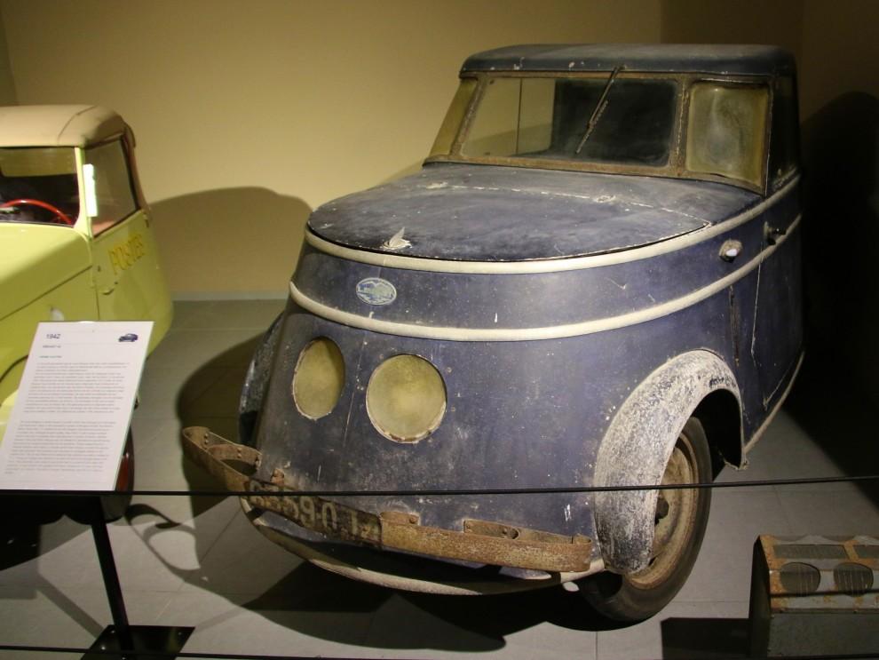 Fyrtiotalet börajde med en värld i krig. Drivmedel var bristvara och i det ockuperade Frankrike byggde man små enkla elbilar för transporter.  Den här komemr från flygplanstillverkaren Breguet och dom gjorde drygt 200 av dessa.