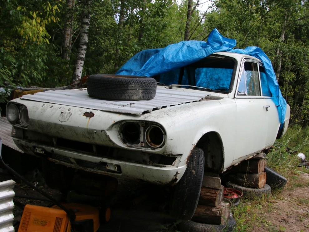 Men en reservdelsbil,en 2,5PI fanns i värmlandsskogarna, här fanns två ganska hyggliga skinnsäten att hämta.