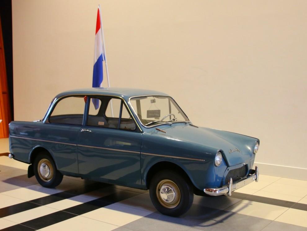 Självklart har man en Daf i den stora entréhallen hos Louwmans. Och inte vilken Daf som helst utan en prototyp från 1957. Detta är Daf #13 som provades ut två år inan bilen hade premiär.