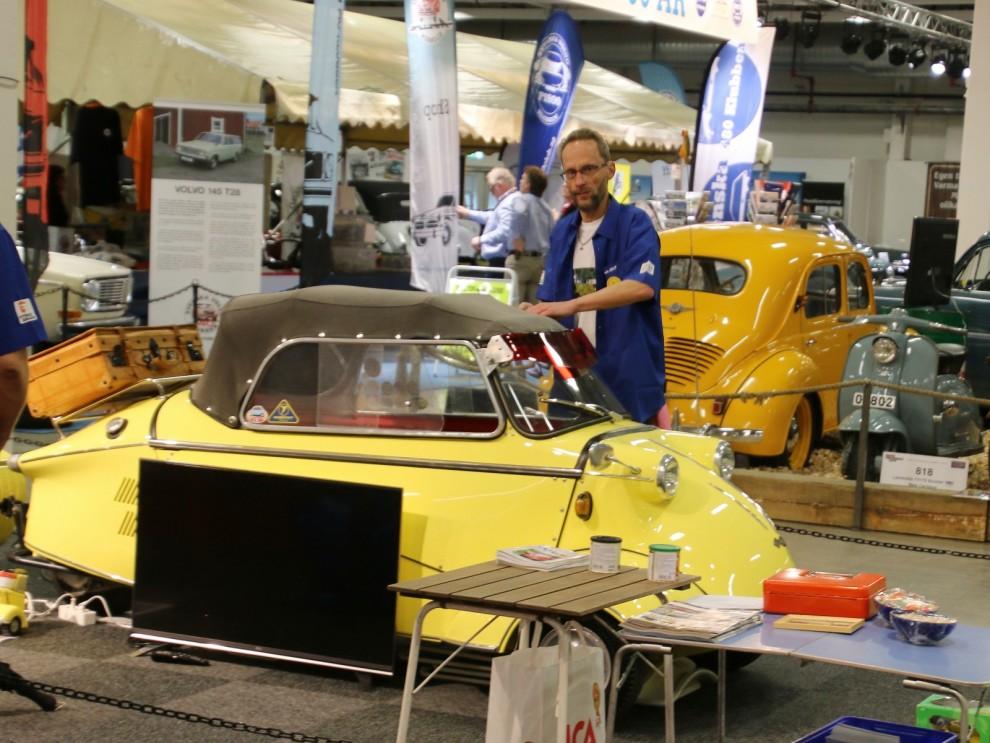 Pär Nilssons enormt gula Messerschmitt med pivotsläpvagn i samma kulör är en välkänd syn i sammanhanget.