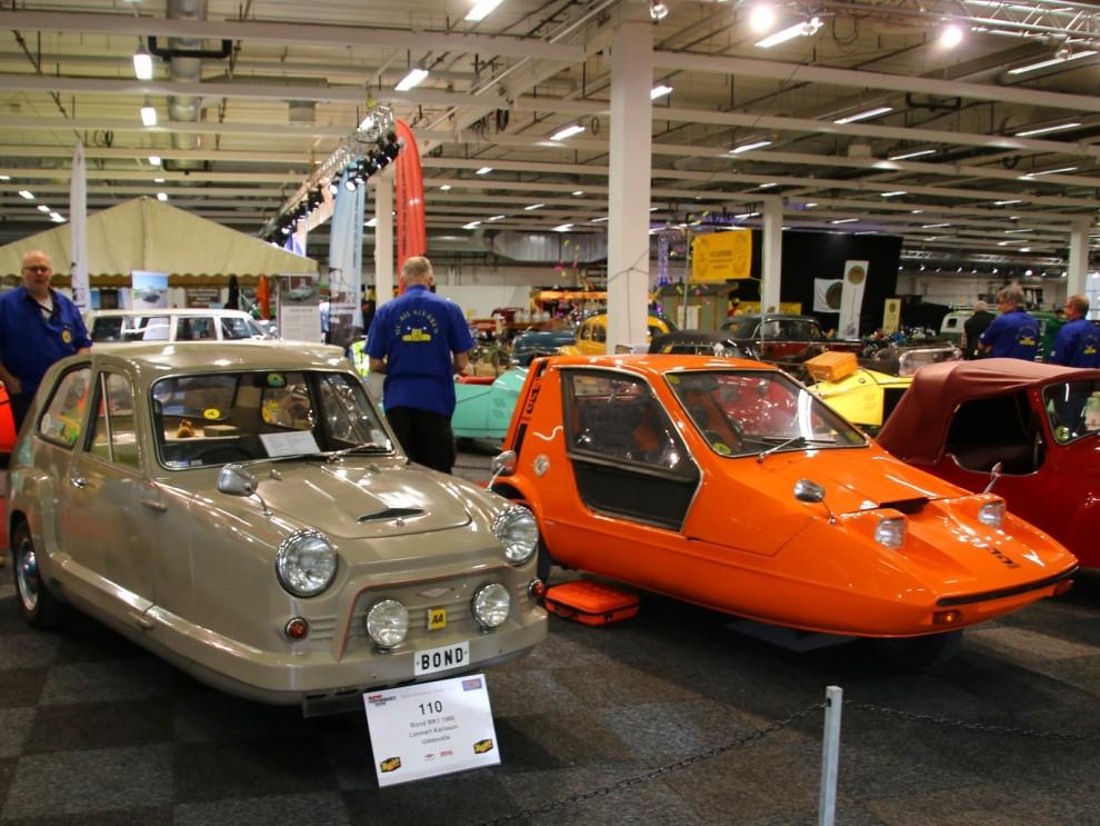 I den brittiska minibilsdivisionen fanns två stora namn, Reliant och Bond. Här sår en Bond 850 och den kitchiga Bond Bug, som ju byggdes hos Reliant efter dom togöver Bond 1969.