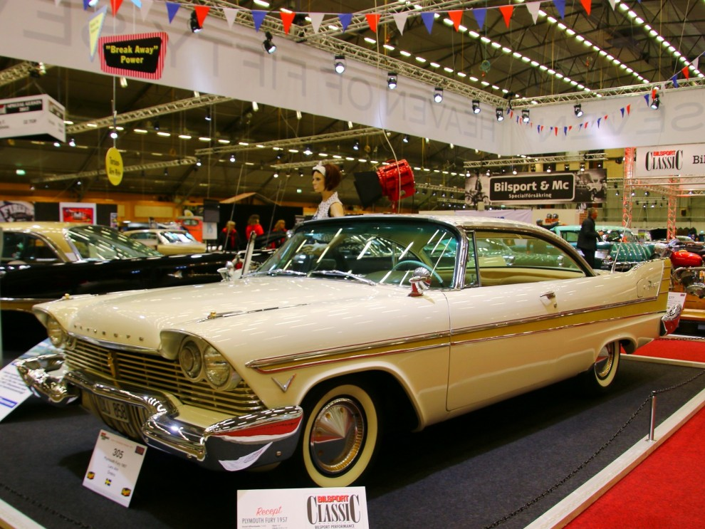 Och Plymouth Fury 1957 kom i vitt med anodiserad sidolist i gyllene lyster