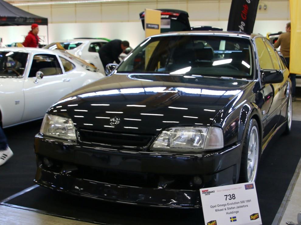Opel Omega Evo 500 är lite doldis bland  evo och homologeringsmodellerna. 320 stycken gjordes i samarbete med Irmscher för att kunna tävla i DTM.