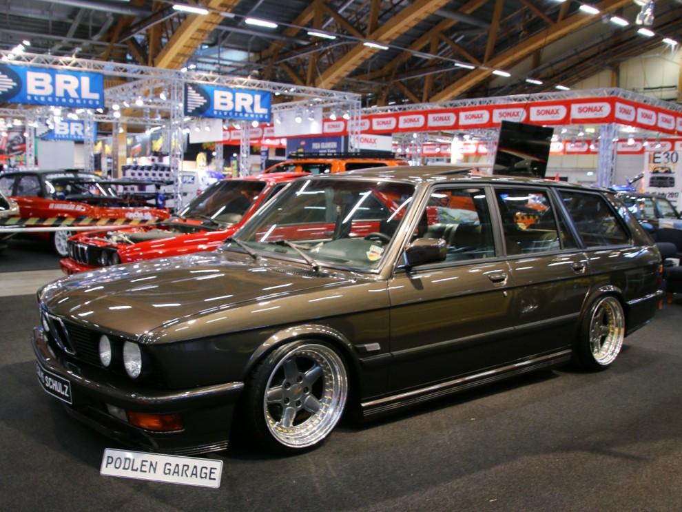 Styling med alla subkategorier är en stor del av mässan, den här BMW:n stack ut inte bara för det utan för det är en E28 kombi. En sån fanns väl inte? nja, jo om man fråga Schulz garage så byggde dom en åt dig, mycket sällsynt vagn ändock.