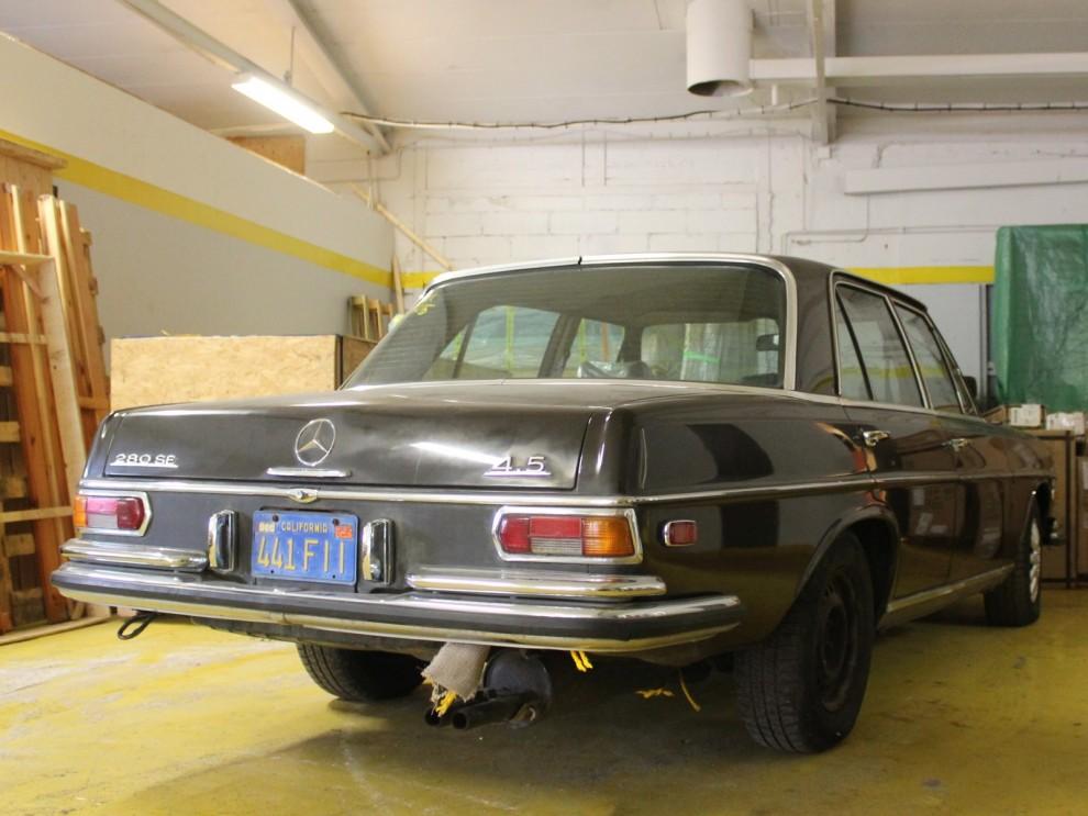Mercedes-Benz sålde bra i USA, det var lite extra prestige att åka lyxig importbil. Det här är en 280Se från 1972 med 4,5 litersmotorn, som bara fanns på USA-modellerna.