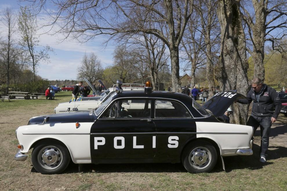 Hög polisnärvaro på träffen, men trots målad bil var föraren civilklädd.
