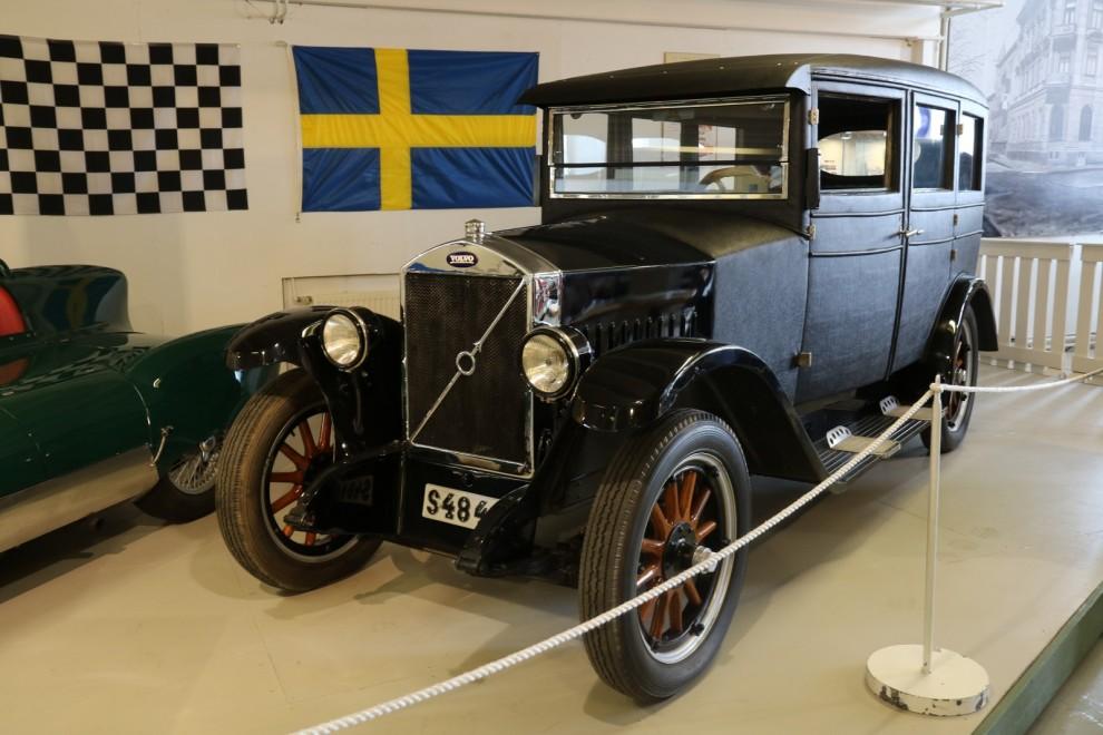 Den äldsta Volvon i utställningen är en PV4 från 1928 - Volvos första täckta bil.
