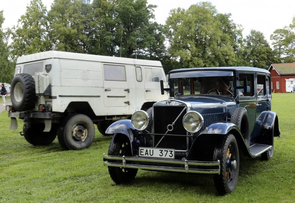 Volvos första sexcylindriga bil PV651 och en C202 deltog i veteranbilsrallyt.
