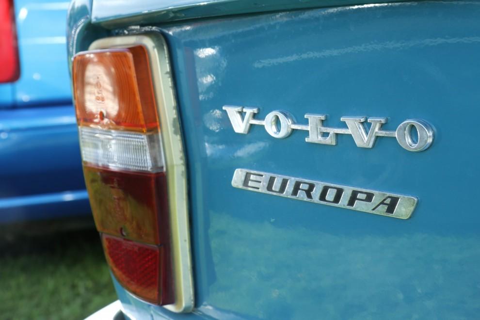 "Annorlunda emblem på en 142. ""Europa"" var en beteckning på basmodellen i bland annat Frankrike."