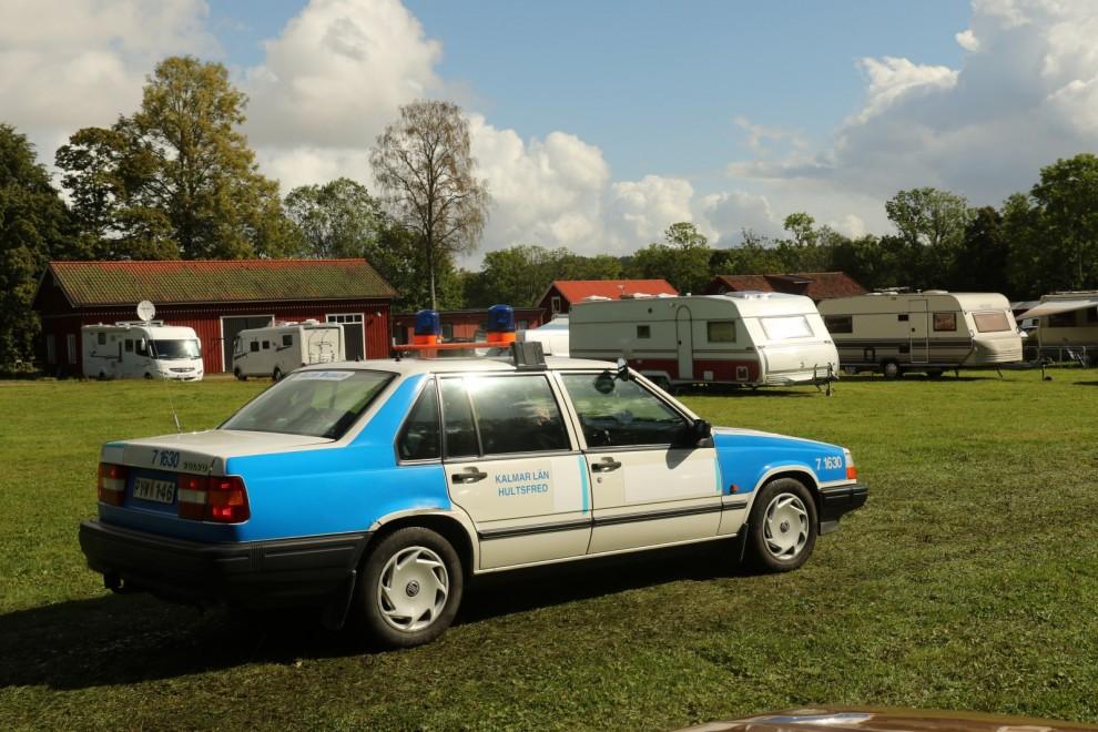 Polisövervakningen bestod av endast en enda patrullbil!